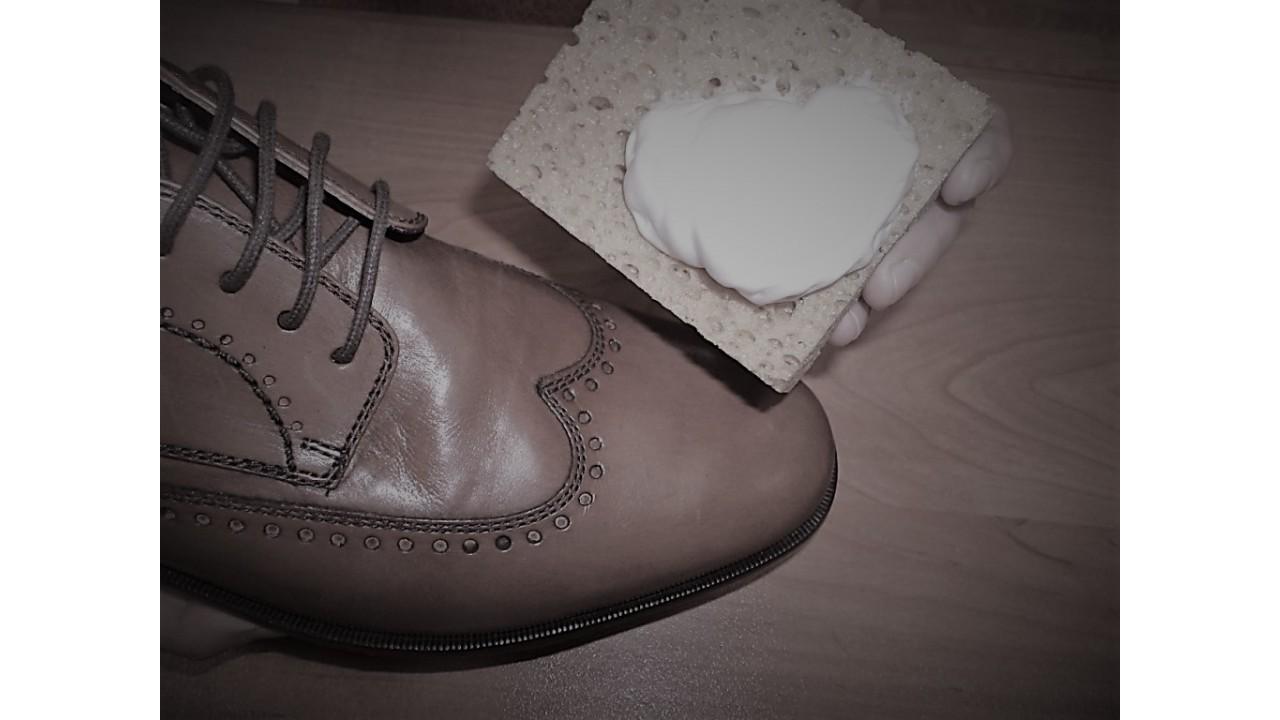 Ежедневный уход за демисезонной обувью из гладких кож